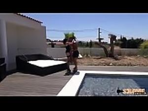 Rachel agent immobilier se fait enculer dans la villa d&#039_un client