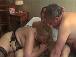 mature threesome French