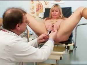 Mme irma chez le gyneco