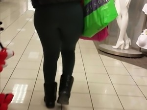 Jiggly Ass In The Mall
