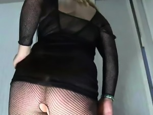 Delectable cutie gives love rocket a nice sucking
