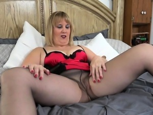 Florida milf Rebecca loves playing with a purple sex toy