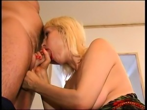 Hairy Pussy Mature Gives a Blowjob