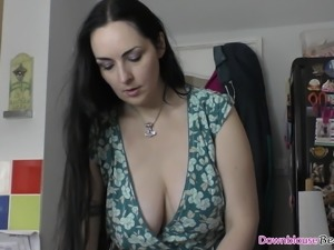 Big natural tits woman showing how she tries on bra's